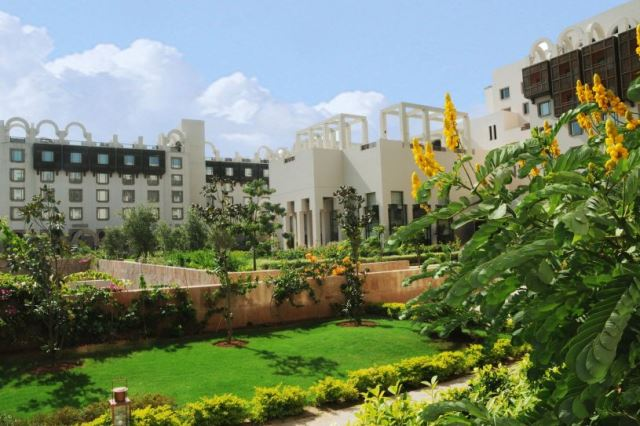 Serena Hotel's park